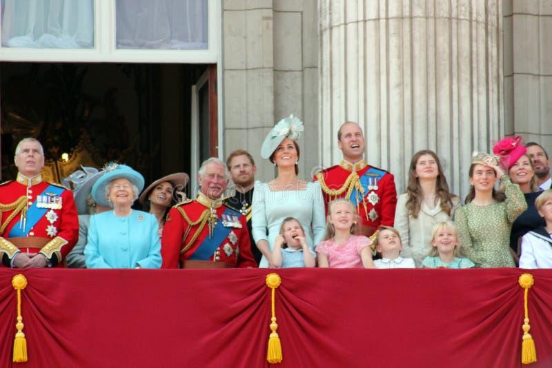 La Reine Elizabeth, Londres, R-U, le 9 juin 2018 - Meghan Markle, prince Harry, prince George William, Charles, Kate Middleton et photos libres de droits