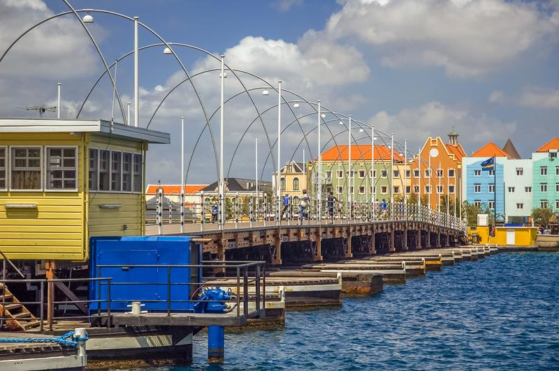 La Reine Emma Bridge Willemstad, Curaçao photos libres de droits