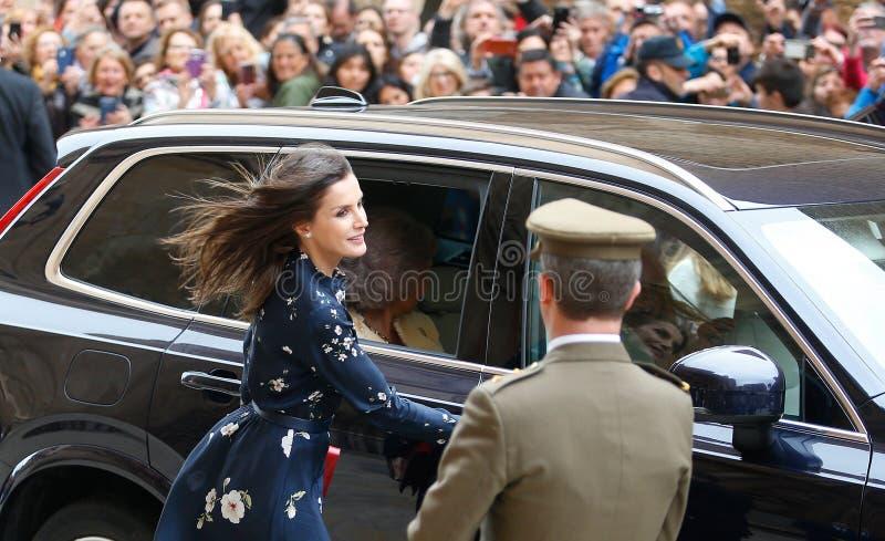 La Reine Letizia de l'Espagne assistant à une masse de dimanche Pâques en Majorque images stock
