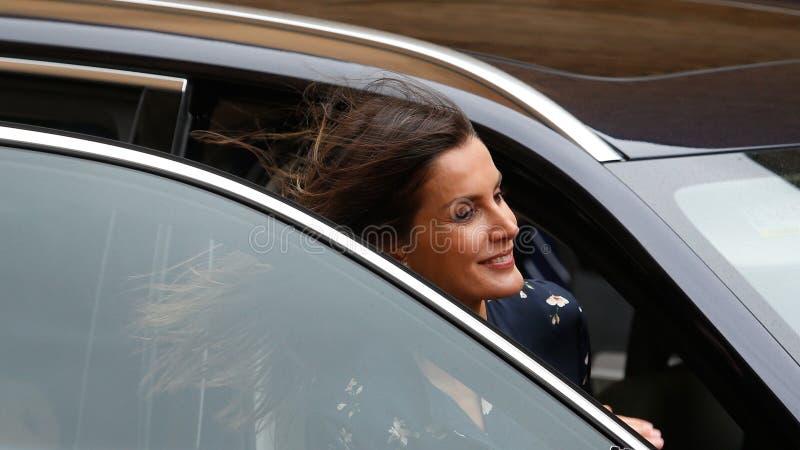 La Reine Letizia de l'Espagne laissant une masse de dimanche Pâques en Majorque photos libres de droits