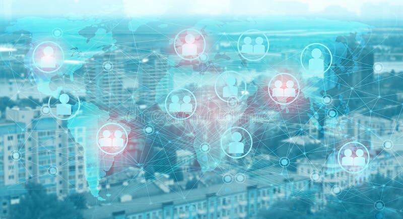 La relación entre la industria y los consumidores a través de Internet de las cosas. Almacenamiento en la nube y análisis de da fotografía de archivo