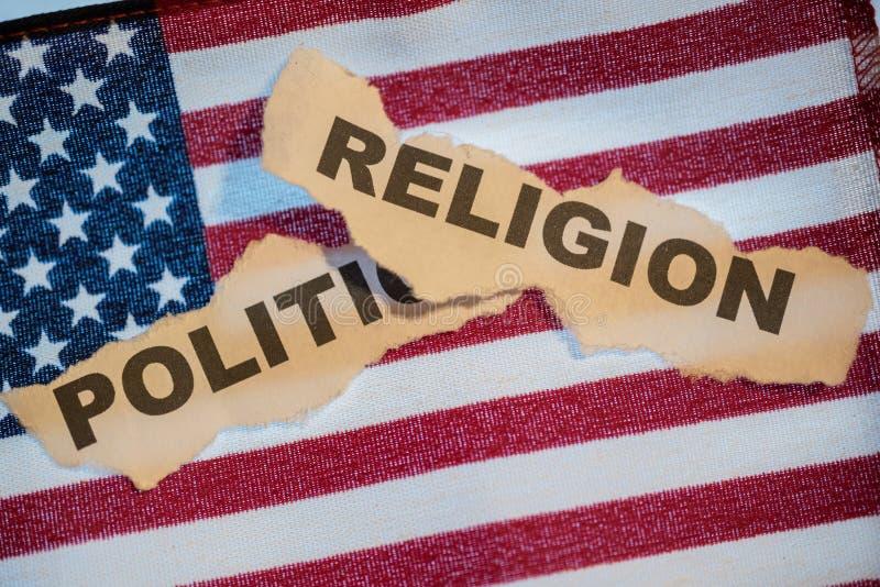 La religion de mot s'étendant au-dessus de la politique de mot sur un F américain images stock