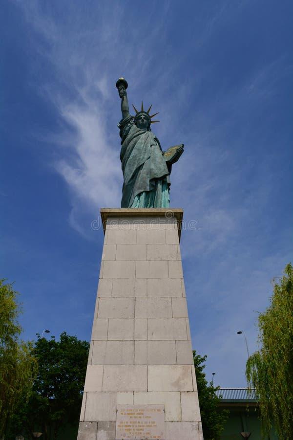 La replica della statua della libertà, Parigi, Francia immagini stock libere da diritti