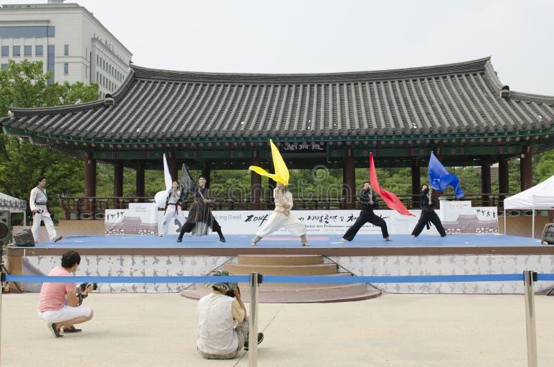 La représentation d'art martial et l'événement coréens traditionnels d'expérience montrent image libre de droits