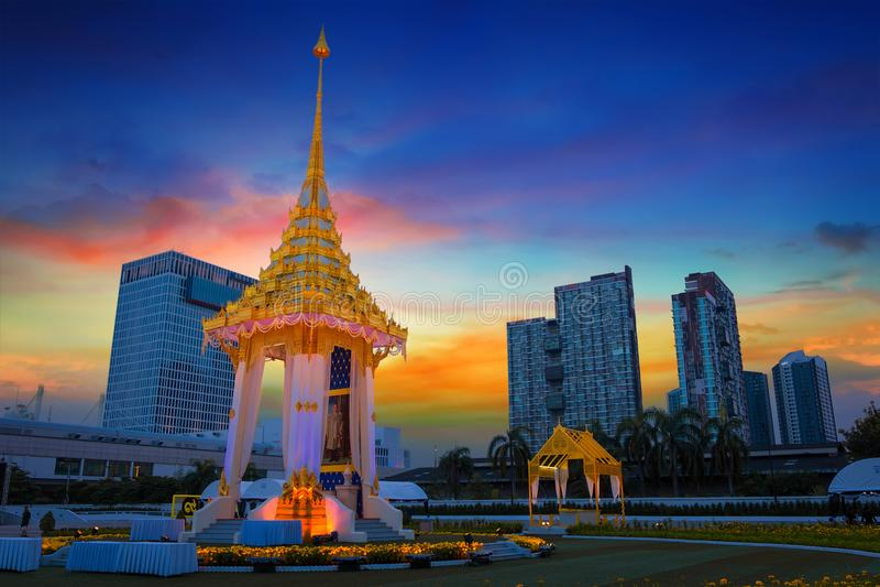 La reproduction du crématorium royal du défunt Roi Bhumibol Adulyadej construit pour l'enterrement royal à BITEC - interne de Sa  photo stock