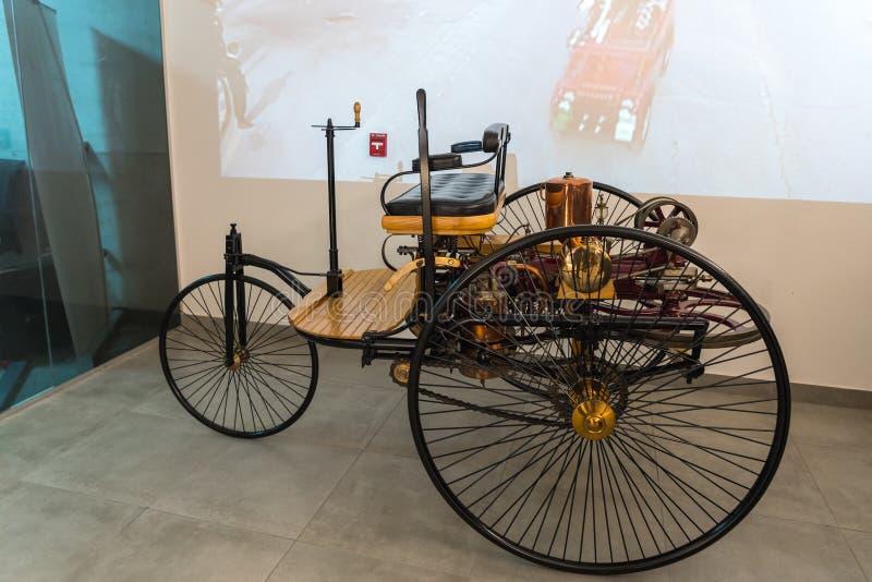 La reproduction du model 1 1886 de Mercedes Benz à l'exposition dans le musée de voiture du Roi Abdullah II à Amman, le c d'autom photos stock