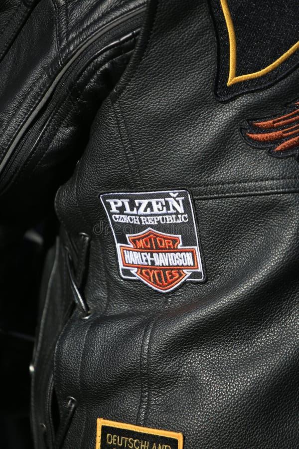 La repubblica Ceca di Chevron Plzen su un primo piano di cuoio della maglia del motociclista fotografia stock libera da diritti