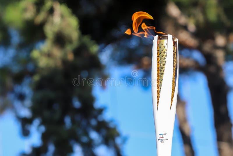 La retransmisión de antorcha de las olimpiadas de invierno llegó en Salónica imagen de archivo libre de regalías