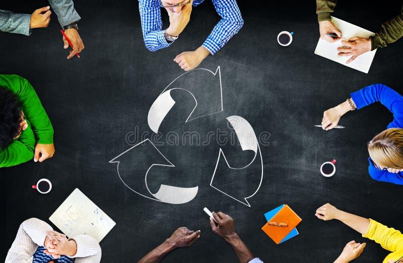 La reutilización recicla el ambiente de la ecología va concepto verde de la reunión foto de archivo