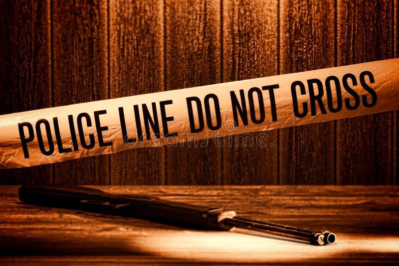 La riga di polizia non attraversa il nastro della scena del crimine di omicidio