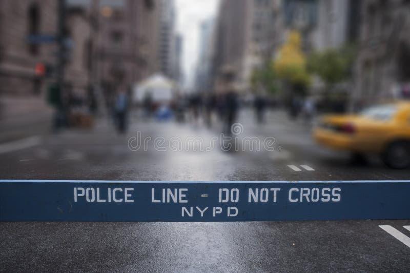 La riga di polizia non attraversa New York City immagini stock