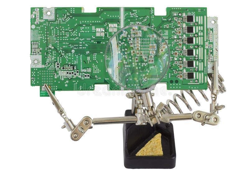 La riparazione ed il controllo del circuito stampato elettronico imbarcano fotografia stock