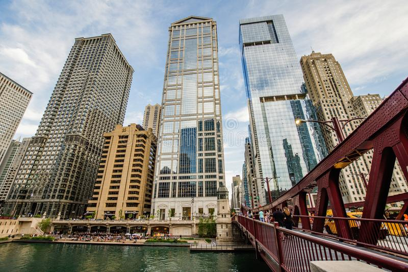 La rivière Chicago du nord Riverwalk sur la branche du nord la rivière Chicago i photo libre de droits