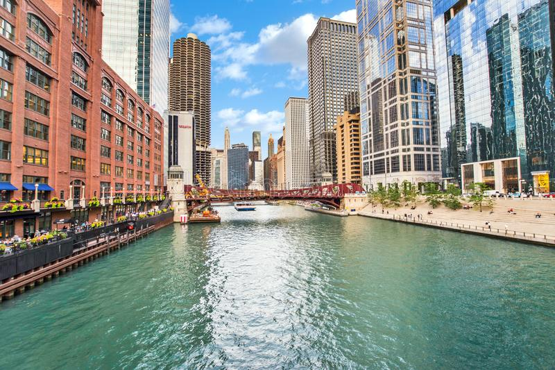La rivière Chicago du nord Riverwalk sur la branche du nord la rivière Chicago i image libre de droits