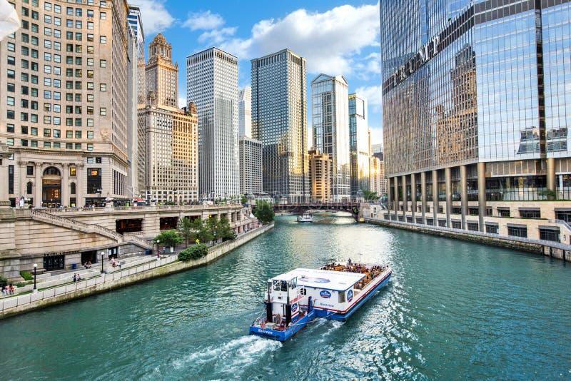 La rivière Chicago du nord Riverwalk sur la branche du nord la rivière Chicago i photo stock