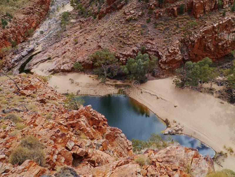 La rivière de Finke dans l'espace d'Ormiston photographie stock libre de droits