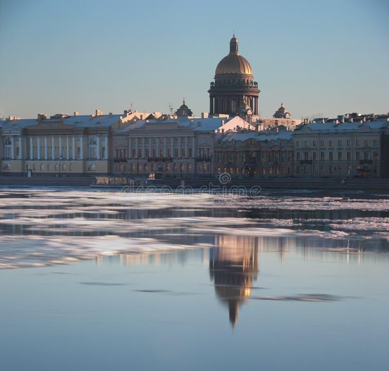 La rivière de Neva, St Petersburg, Russie photographie stock libre de droits