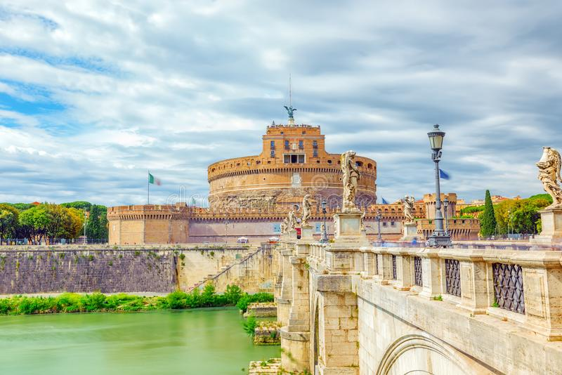 La rivière du Tibre, ` Angelo Bridge, ` Angelo Castle de Ponte Sant de Sant r photo libre de droits