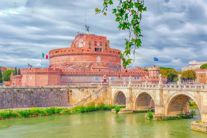 La rivière du Tibre, ` Angelo Bridge, ` Angelo Castle de Ponte Sant de Sant r photographie stock