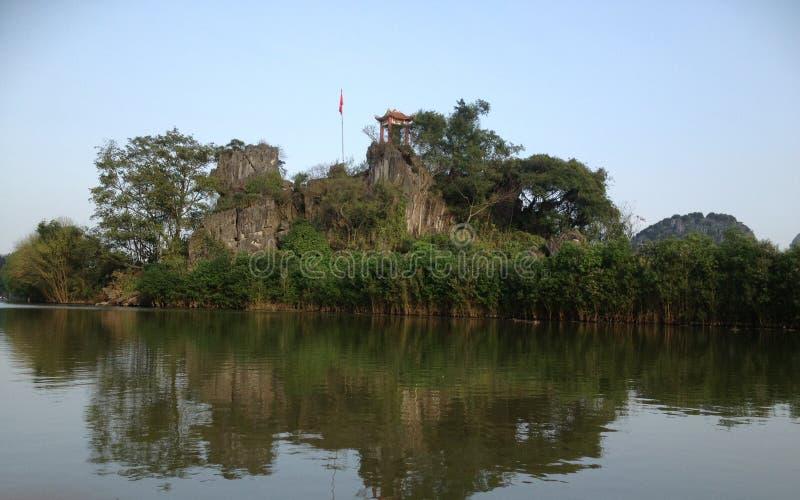 La rivière Green pour parfumer la pagoda à Hanoï, Vietnam, Asie image libre de droits