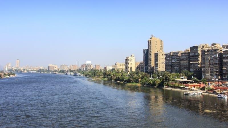 La rivière le Nil passant par le Caire, Egypte photos libres de droits