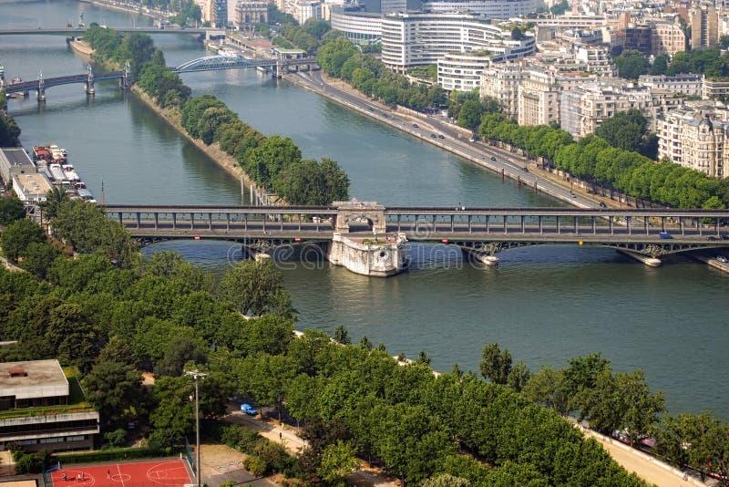 La rivière la Seine et ses ponts photos libres de droits