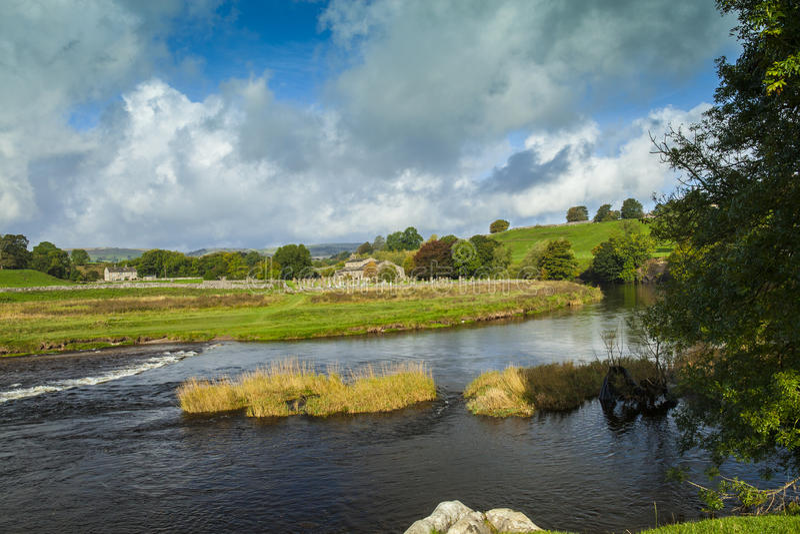 La rivière Wharfe près de Grassington photos stock