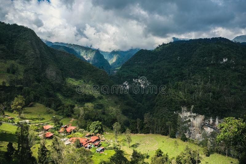 La riviera de Finca em Combeima Canon, Colômbia foto de stock