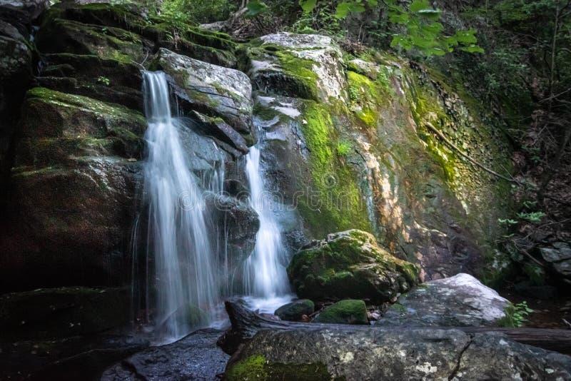 La roca blanca cae Ridge Parkway Virginia azul imagenes de archivo
