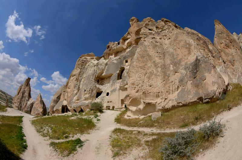 La roca cortó iglesias y paloma-casas en el valle de la espada, Cappadocia fotografía de archivo