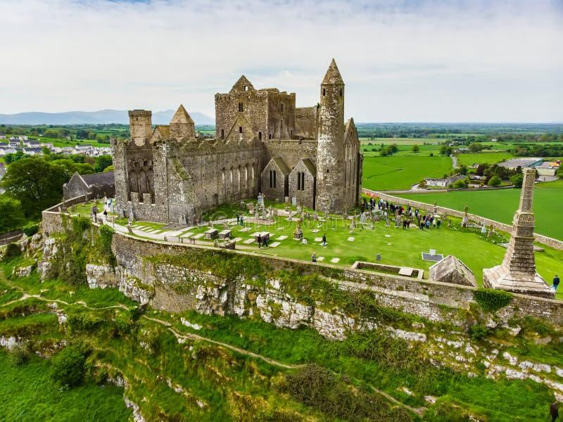 La roca de Cashel, tambi?n conocida como Cashel roca del ` s de los reyes y de St Patrick, un sitio hist?rico situado en Cashel,  imágenes de archivo libres de regalías