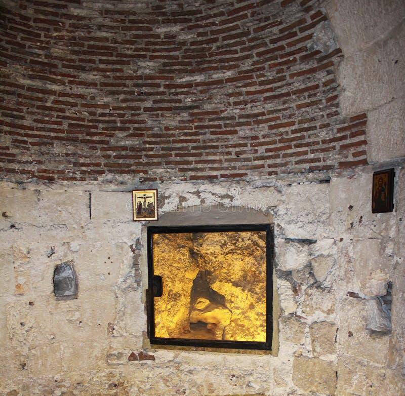 La roca del Golgotha en la iglesia de Santo Sepulcro, la tumba de Cristo, en la ciudad vieja de Jerusalén, Israel imágenes de archivo libres de regalías