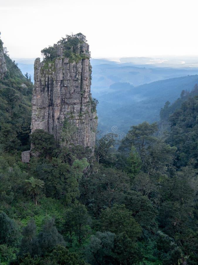 La roca del pin?culo en el barranco del r?o de Blyde, ruta del panorama, Graskop, Mpumalanga, Sur?frica fotos de archivo