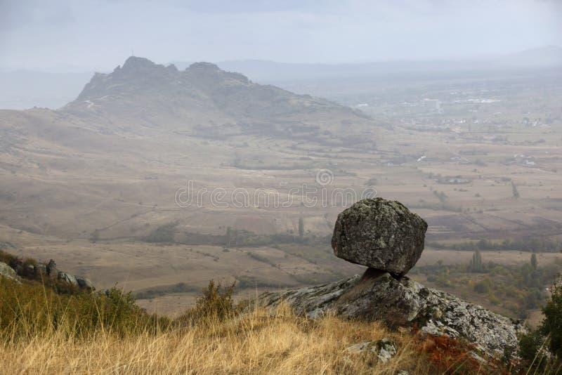 La roca desafía leyes de la gravedad - región de Prilep, Macedonia imagenes de archivo