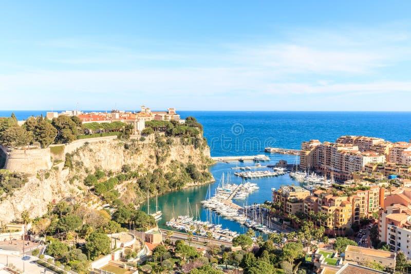 La roca la ciudad del principaute de Mónaco y de Monte Carlo fotografía de archivo