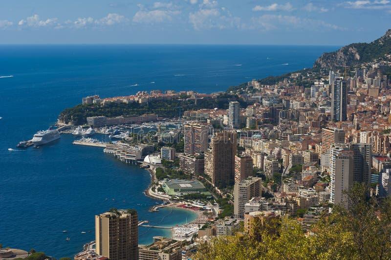 La roca la ciudad del principaute de Mónaco y de Monte Carlo en th imagen de archivo