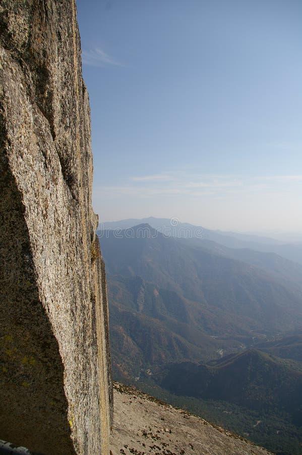 Download La roccia immagine stock. Immagine di sequoia, moro, collina - 221771