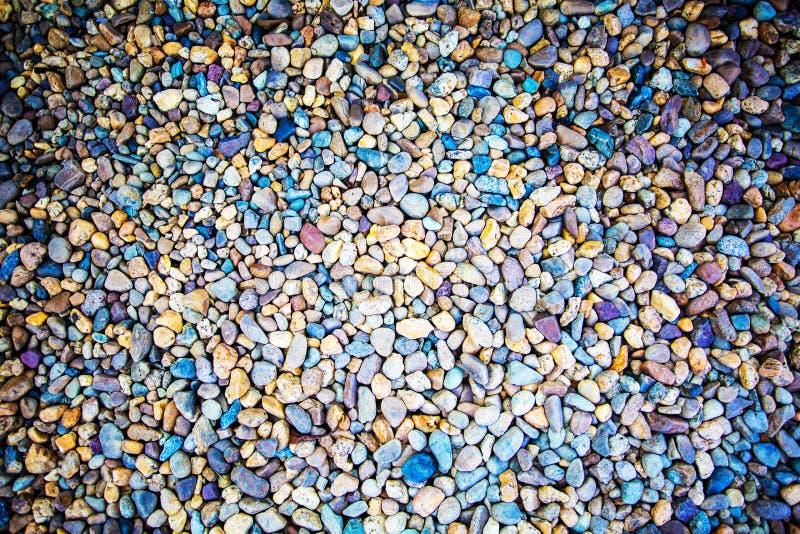 La roche colorée sur la surface Fond de nature photos stock