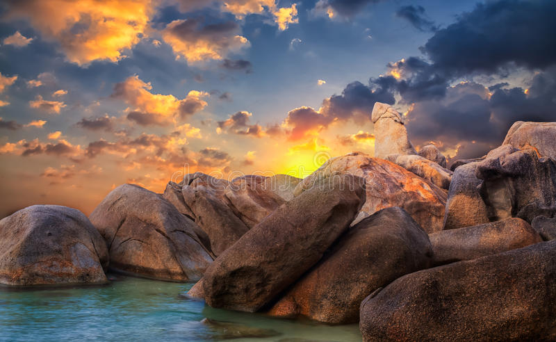 La roche de l'île thaïlandaise de Koh Samui photos libres de droits