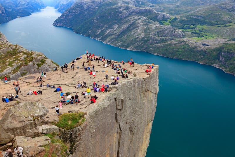La roche de pupitre dans la région de Stavanger en Norvège image stock