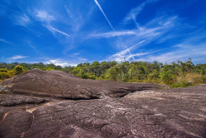La roche en haute montagne image stock