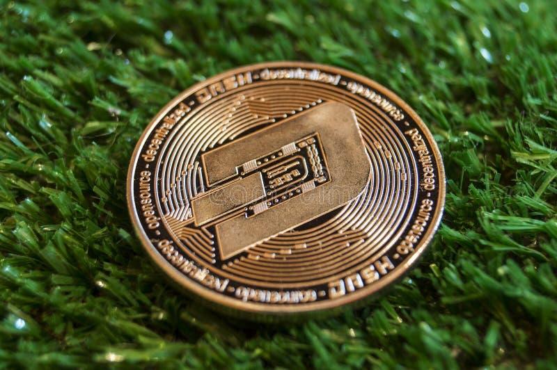 La rociada es una manera moderna de intercambio y esta moneda crypto es los medios del pago convenientes en los mercados financie imagen de archivo libre de regalías