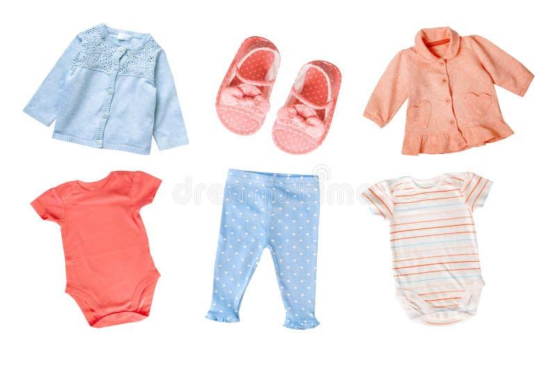 La ropa de la muchacha del niño del bebé del algodón de los colores en colores pastel fijó el aislante del collage imágenes de archivo libres de regalías
