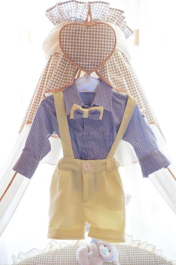 La ropa del bebé para bautiza imágenes de archivo libres de regalías