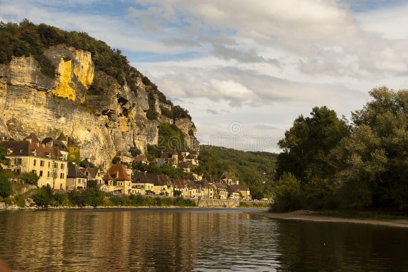 La Roque-Gageac et fleuve Dordogne image libre de droits