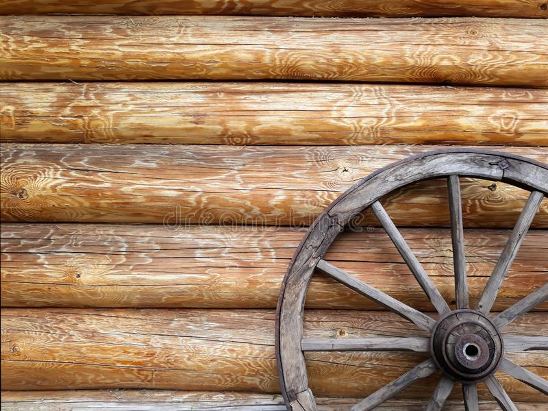 La roue en bois du chariot image libre de droits