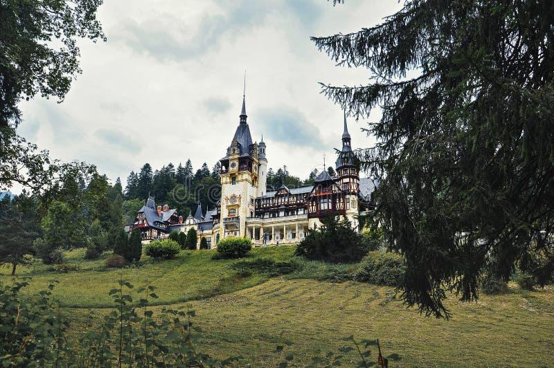 La Roumanie, Sinaia - septembre 4,2014 : Château de Peles dans la saison d'automne image libre de droits