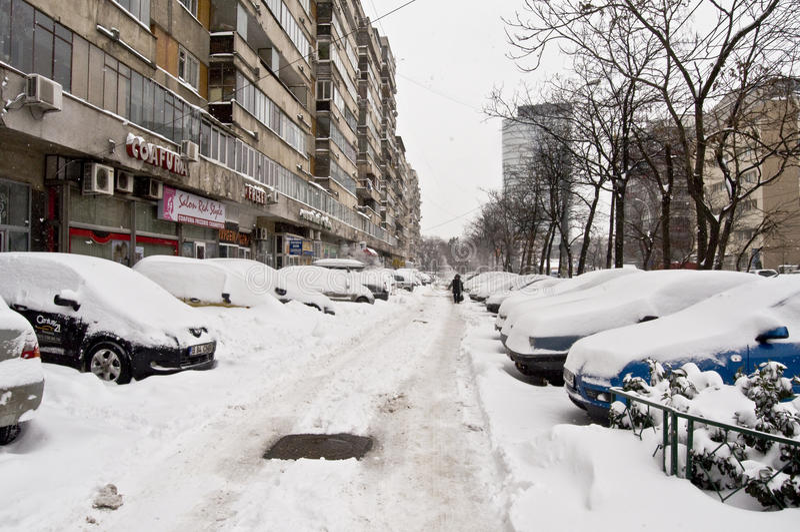 La Roumanie sous la chute de neige importante photos stock
