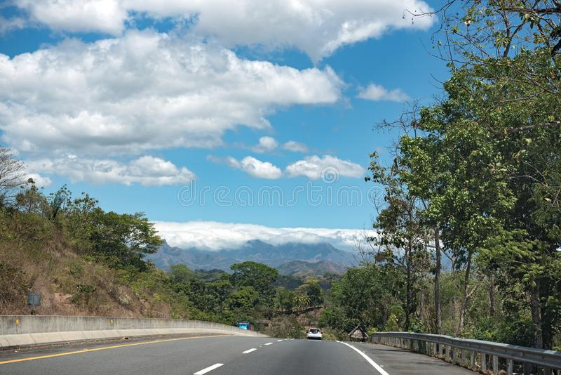 La route américaine de casserole près de Santiago Panama photos stock