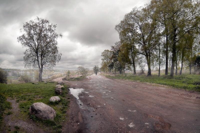 La route au brouillard Tver Russie images stock